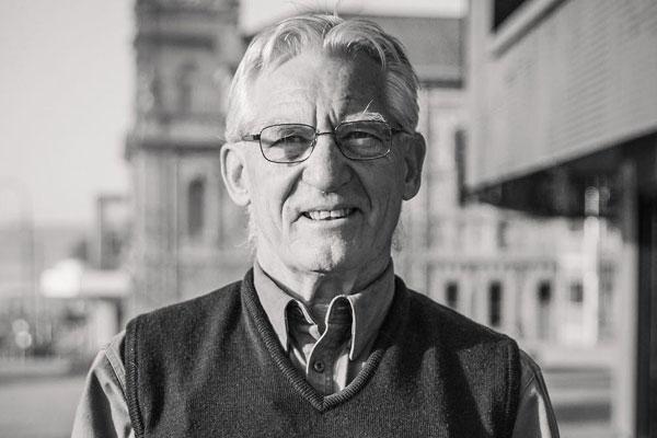 Dr Ian Leggett